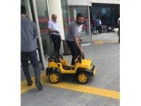 Avukat duruşmada savunmasını akülü çocuk arabası ile yaptı