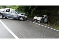 Virajı alamayınca karşı yönden gelen araçla çarpıştı: 1 ölü, 1 yaralı