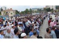 Şanlıurfalılar Mursi için Rabia Meydanı'na koştu