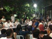 İstanbul'da gençlerden Başkan Arı'ya sevgi seli