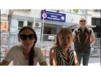 Turizm polisi Rus kadın turistin kolyesini çalan hırsızları 24 saat geçmeden yakaladı