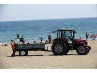 Lara plajından her gün 60 ton çöp toplanıyor