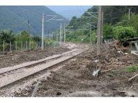 Yağış sonrası kapanan YHT hattında ekipler çalışmalarına hız verdi