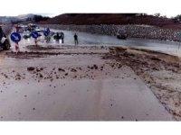 Burdur'da sağanak etkili oldu, köy yolları sular altında kaldı
