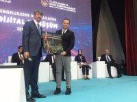 ADÜ'nün 'Engelleme - Kolaylaştır' uygulamasına üçüncülük ödülü