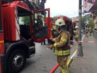 Beyoğlu'ndaki yangında mahsur kalan 3 kadın itfaiye ekiplerince kurtarıldı