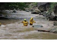 Sel afeti nedeniyle kapanan Bayburt - Araklı karayolunda çalışmalar sürüyor