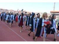 ÇOMÜ'de mezuniyet töreni