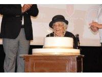 106 yaşına giren Muazzez İlmiye Çığ için Mersin'de doğum günü kutlaması