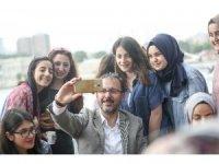 Bakan Kasapoğlu, üniversite öğrencileriyle Boğaz turu yaptı