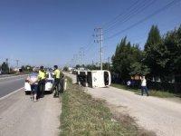 Sakarya'da işçi servisi devrildi: 4 yaralı