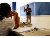 Ortaokul öğrencilerinden 'Ben De Kendi Robotumu Kodluyorum' projesi