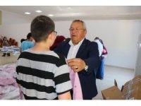 Ormanlı Belediyesi çocuklara 4 bin parça kıyafet dağıttı
