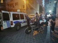 Polisin şüphelenip aradığı otomobilden pompalı tüfek ve uyuşturucu çıktı