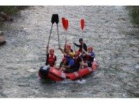 Uzundere'nin eşsiz manzarasında yapılan ekstrem sporları turistleri bekliyor
