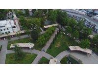 İlaçlama ekiplerinin parklardaki mesaisi havadan görüntülendi