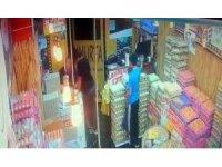 Sadaka kutusu hırsızları kamerada