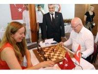 Satranç Sporcuları Zeybek Oynadı