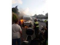 E-5'te servis minibüs alev alev yandı