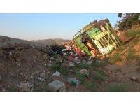 Kırıkkale'de sebze yüklü kamyon devrildi: 1 yaralı