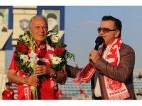 Mustafa Denizli'ye Traktör Sazi ile ilk antrenmanında sevgi seli