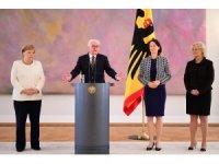 Merkel yine titrerken görüntülendi