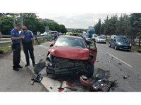 Samsun'da otomobil geri geri gelen araca çarptı: 3 yaralı