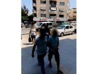 Kuşadası'nda 27 yıl 3 ay kesinleşmiş hapis cezası bulunan iki zanlı yakalandı
