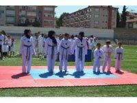 18 branşda açılan yaz spor okullarına 4 Bin 200 kişi başvuru yapıldı.