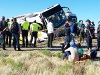 Aksaray'da yolcu otobüsü devrildi:41 yaralı