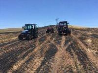 150 dönümlük tarladaki buğday ve arpa kül oldu