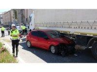 Zincirleme trafik kazasında tır sürücüsünün dikkati faciayı önledi