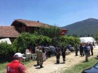 Burdurlu şehidin evi Türk bayraklarıyla donatıldı
