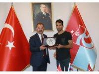 Trabzonspor'dan Vahid Amiri'ye veda plaketi