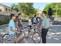 LGS'de başarılı öğrencilere bisiklet