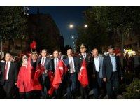 Kırşehir'de halk Cacabey Meydanı'nda darbecilere karşı yürüdü