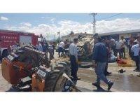 Traktör ile hafif ticari araç çarpıştı: 2'si çocuk 9 yaralı