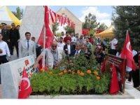 Başkan Tahmazoğlu şehitlikleri ziyaret etti