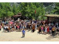 Akdeniz Belediyesi'nin kursiyer kadınları Mut Yerköprü Şelalesini gezdi