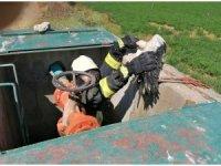 Sulama kanalı hidrantında mahsur kalan leyleği itfaiye kurtardı