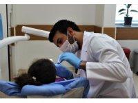 Süt dişlerinin bakımı, besin tüketimi ve konuşma için önemli