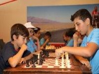 Eyüpsultan Belediyesi'nin Yaz Spor Okullarında satranç derslerine büyük ilgi