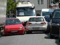 Ters yöne giren araç trafiği felç etti