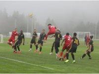 Hazırlık maçı yoğun sis nedeni ile yarıda kaldı