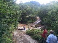 Karasu'da 2 menfez ve 1 köprü kullanılmaz hale geldi