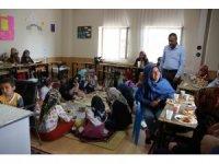 Yaz Kur'an kursuna devam eden öğrencilere kahvaltı