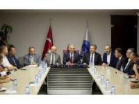 Başkan Büyükkılıç, ilçe belediye başkanları ve esnaf temsilcileri ile bir basın toplantısı yaptı