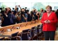Merkel'den tatil öncesi son açıklamalar