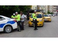 Ticari taksilerin bagajından av tüfeği ve bıçak çıktı
