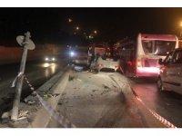 Trafik ışığına çarpan otomobil takla attı: 1 yaralı